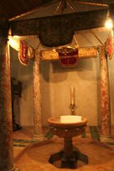 Eglise Saint-Saturnin - Français:   Nissan-lez-Enserune (Hérault) - église Saint-Saturnin - fonts baptismaux