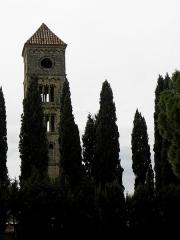 Tour romane - Tour romane de l'ancienne église de Puissalicon (34).