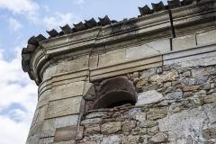 Ancien prieuré dit  château  de Cassan - Français:   Un détail sur une des petites constructions autur de l\'Abbaye de Cassan. Commune de Roujan, Hérault, Occitanie, France.