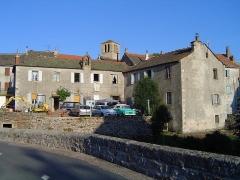 Eglise Saint-Antoine - Français:   Chasseradès (Lozère, Fr) village, église et clocher de tourmente.