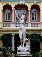 Ancien Hôtel Pams - Statue de Vénus à la myrte de Victorien Bastet (1852-1905) , Patio, Hôtel Pams, Perpignan, Pyrénées-Orientales, France.