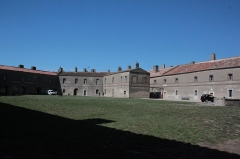 Fort de Bellegarde - Anciens casernements du fort de Bellegarde, Fr-66-Perthus.