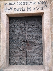 Eglise Sainte-Marie - Català: Porta de Santa Maria de Serrallonga