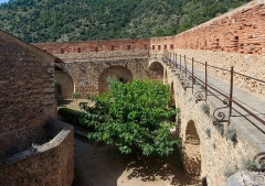 Fort Libéria (également sur commune de Fuilla) - English: Courtyard of the niveau 3, Fort Libéria, Villefranche-de-Conflent, Pyrénées-Orientales department, France