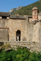 Remparts de la ville - English:   Small city gate in the eastern city wall of Villefranche-de-Conflent, Pyrénées-Orientales department, France