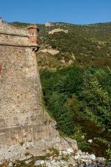 Remparts de la ville - English:   City wall of Villefranche-de-Conflent with the Fort Libéria in the background, Pyrénées-Orientales department, France