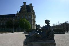 Monument aux morts -  Statue de Maillol devant le Louvre, dans le jardin des Tuileries (Paris)