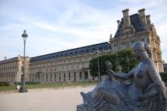 Monument aux morts -  Jardins du Carrousel et Palais du Louvre