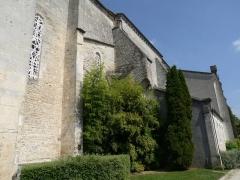 Eglise Saint-Pierre - Français:   église de Jarnac, Charente, France; trace d\'un prieuré attenant ou d\'une extension sur le mur