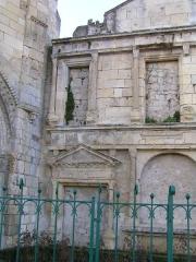 Chapelle Saint-Gilles - Français:   chapelle mais surtout façade renaissance ayant été reconstruite là, Pons.