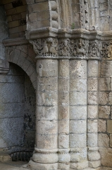 Chapelle Saint-Gilles - Français:   vue d\'un détail du portail de la Chapelle Saint-Gilles (Pons).