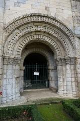 Chapelle Saint-Gilles - Français:   vue du portail de la Chapelle Saint-Gilles (Pons).