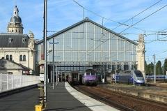 Gare -  De gauche à droite: un train Intercités Bordeaux - Nantes, un Intercités Nantes - Bordeaux (tiré par les BB 67437 et 67442), un TGV Duplex Dasye et un TGV Atlanique, le tout en gare de La Rochelle.