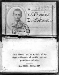 Maison - English: Alfredo Di Stefano's membership card of Argentine Club River Plate.