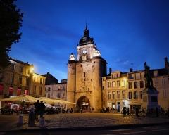 Porte de la Grosse-Horloge - Deutsch: Uhrenturm am Abend