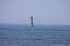 Vieux Phare des Baleines et phare des Baleineaux - Français:   Le Phare des Baleineaux construit de 1849 à 1854 sur le Haut Banc du Nord. Ce phare en mer est situé à 3 kilomètres de la pointe de Saint-Clément-des-Baleines (en face du Phare des Baleines). Saint-Clément-des-Baleines, Île de Ré, Charente-Maritime, France.