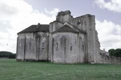 Ruines de l'ancienne abbaye - English: église priorale Saint-Jean-l-Evangéliste de Trizay