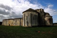 Ruines de l'ancienne abbaye - Français:   église priorale et bâtiments conventuels