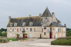 Ancien château, actuellement Hôtel de ville - English: The town hall, 17th-c., Pons, Charente-Maritime, France.