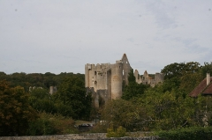 Restes du château - English: This is an ancient castle built on the edge of cliff over a river