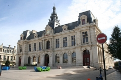Hôtel de ville - English:   this is the main local authority building for the city