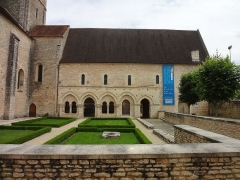 Ancienne abbaye -       This file was uploaded  with Commonist.