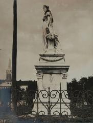Statue de l'Impératrice Joséphine, située sur la savane -