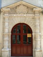 Maison dite du Bailliage - Français:   Vézelise - Hôtel du Baillage, mairie actuelle: porte. Inscription: LEX IMPERIO MAIOR.