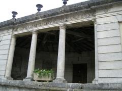 Fontaine-lavoir de plan demi-circulaire -  Le lavoir à Houdelaincourt (Meuse, France)