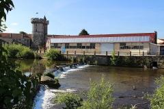 Tour de Luxembourg - Français:   L\'usine de la Compasseriez et la tour Valeran
