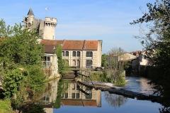 Tour de Luxembourg - Français:   L\'usine de la Compasserie et la tour Valeran