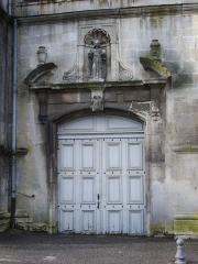 Ancienne abbaye - Église abbatiale Saint-Michel de Saint-Mihiel (Meuse, France). Portail sur la place Jean Bérain