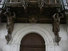 Ancienne abbaye - Français:   Église abbatiale Saint-Michel de Saint-Mihiel (Meuse, France). Buffet d\'orgue, détail des caryatides