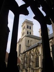 Cathédrale Notre-Dame - Français:   Tours de la Cathédrale Notre-Dame de Verdun (Meuse, France) vues depuis le cloître