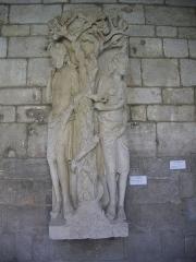 Cathédrale Notre-Dame - Français:   Cloître de la Cathédrale Notre-Dame de Verdun (Meuse, France). Statue d\'Adam et Eve
