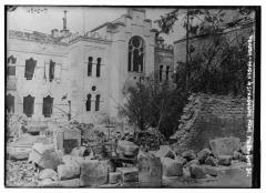 Synagogue et ancienne maison du rabbin - English: Title: Verdun - Garden & Synagogue near Polboulhot St. [Rue des Frères Boulhaut] Abstract/medium: 1 negative: glass; 5 x 7 in. or smaller.