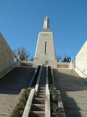 Monument A la Victoire et aux Soldats de Verdun -  Statue de Charlemagne à Verdun, Meuse, France