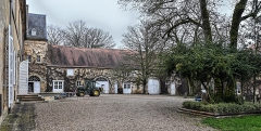Domaine de Preisch - English: Courtyard of the Preisch castle, the facade of which is seen at the left, in the commune of Basse-Rentgen, Moselle department, France.