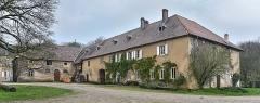 Domaine de Preisch - English: Maison d'habitation au domaine de Preisch, commune of Basse-Rentgen in the Moselle depatment in France. Part of Preisch castle is seen at the far left.