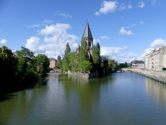 Temple protestant - English:   Sight of the Petit-Saulcy island between two Moselle river arms and the Temple Neuf building, in Metz, Moselle, France.