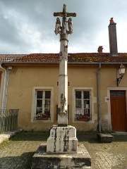Cimetière - Français:   Croix en pierre de Dolaincourt