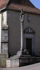 Croix en pierre - Français:   Dolaincourt (88) - calvaire de l\'église classé monument historique