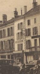 Maison - Français:   carte postale / photo recadrée immeuble au n° 6 place des Vosges, Épinal détruit en 1944