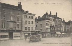 Maison - Français:   place des Vosges vers 1900  carte postale / photo. n° 2-4 à gauche de la rue du pont (immeubles détruits en 1944)  n° 1-3-5- etc à droite de la rue du pont