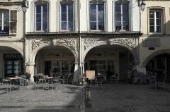 Maison - Deutsch: Place des Vosges Nr. 20 in Épinal im Département Vosges (Lothringen) (Region Grand Est/Frankreich)