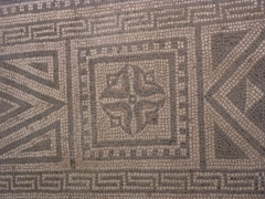 Basilique romaine (ruines) avec sa mosaïque - English: Mosaic of the