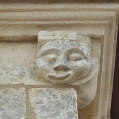 Chapelle du cimetière dite Chapelle Sainte-Libaire - English: Sculpted head on a corbel at the right of the entrance side, Saint-Libaire chapel, Grand, Vosges, France.