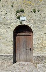 Ancienne abbaye Saint-Winoc - Nederlands:   Sint-Winoksbergen (departement Nord, Frankrijk): overblijfselen van de Sint-Winoksabdij - de \'Tour pointue\' (detail)