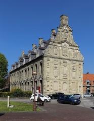 Ancien Mont de Piété - Nederlands: Sint-Winoksbergen (departement Nord, Frankrijk): de voormalige Berg van Barmhartigheid, nu museum
