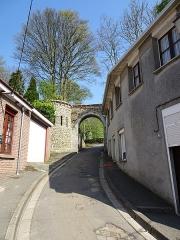 Jardin public du Moulin de Cassel - Français:   Porte du Château. Cassel, Nord.- Hauts-de-France